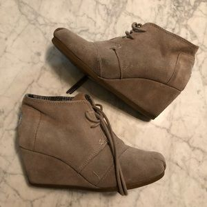 Toms Suede Wedge - Lace up Bootie Sz 6